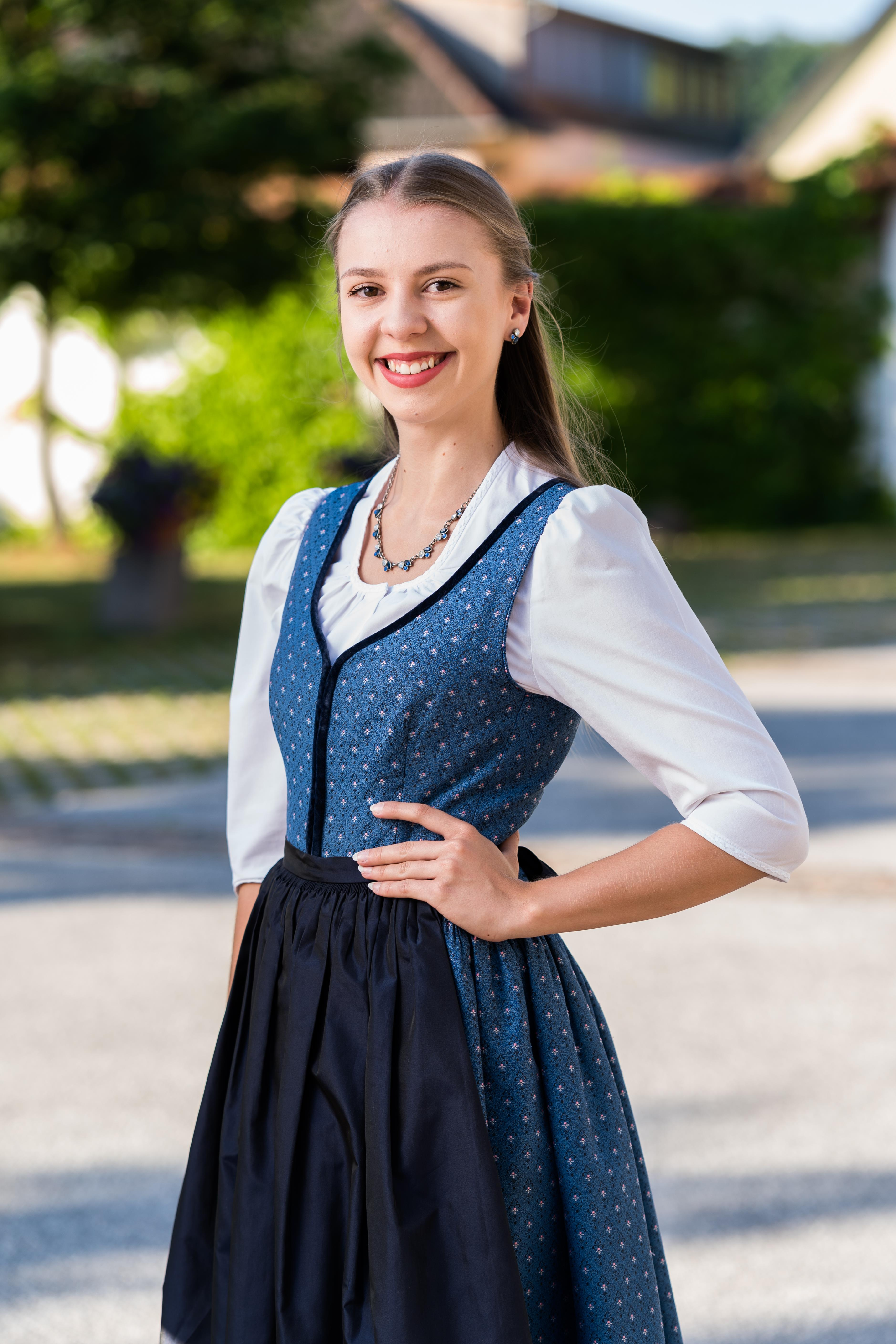 Julia Binder : Marketenderin